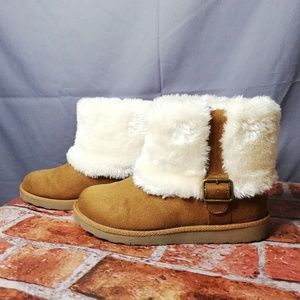SO Ugg-like fur boots with buckle